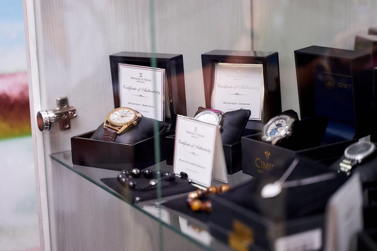 БАДы, украшения, швейцарские часы и фильтры для воды: что интересного можно найти в интернет-магазине QNET
