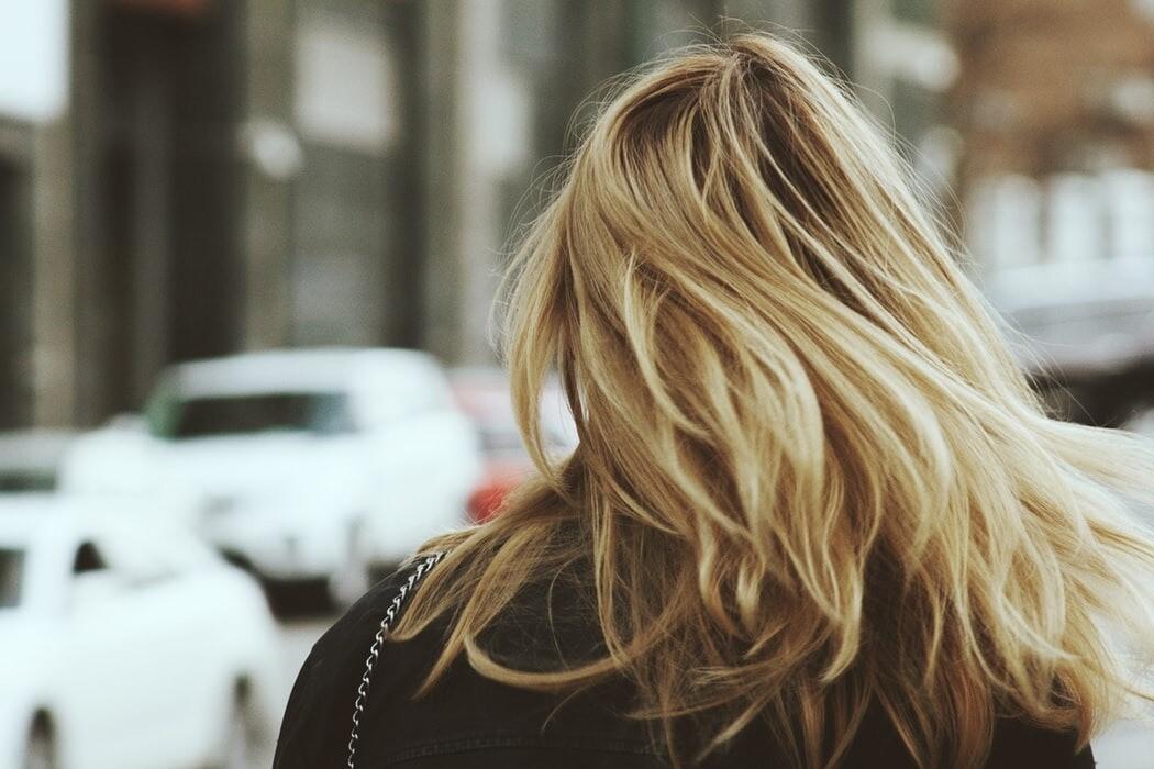 Смывка краски с волос: 7 способов, которые помогут не облысеть