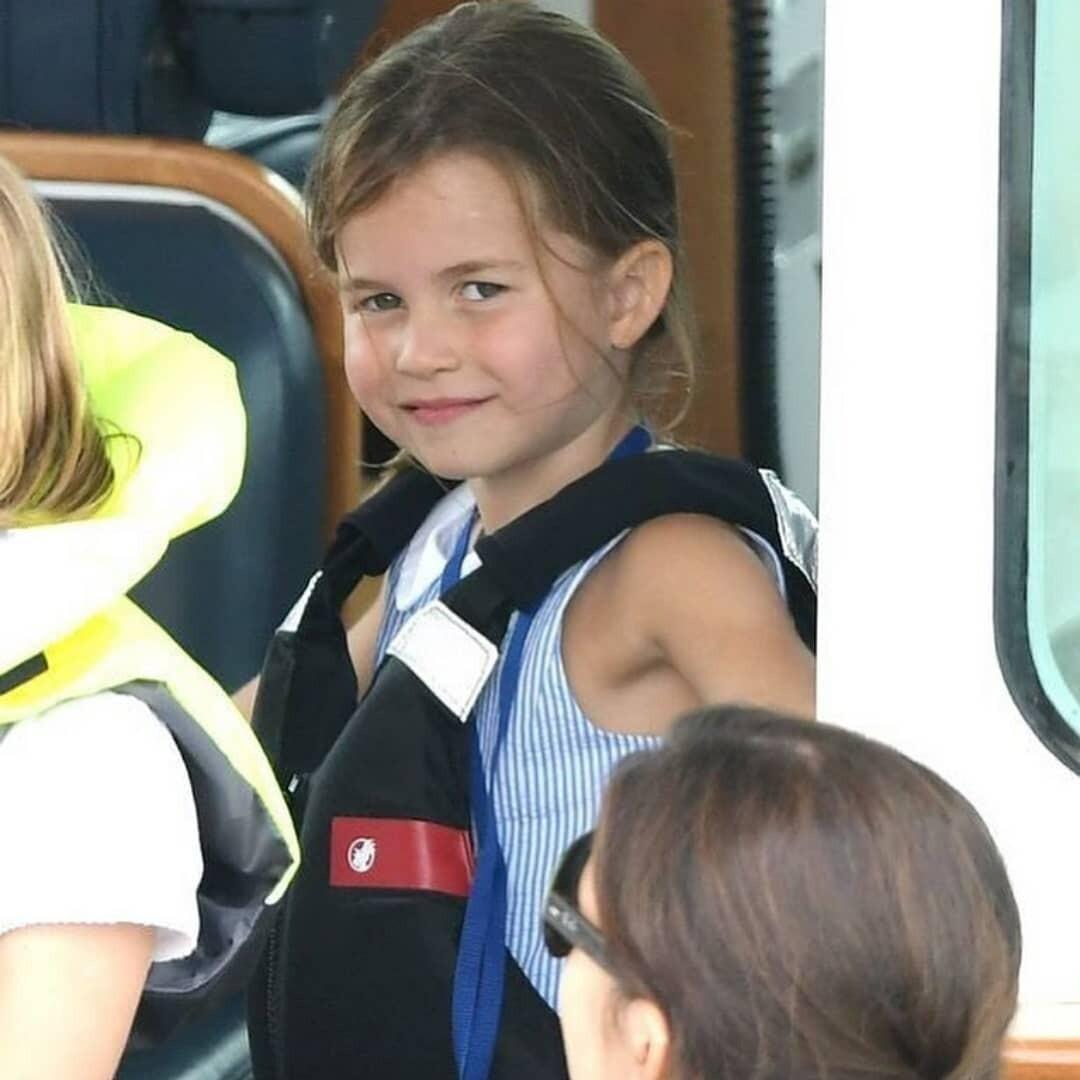 Принцесса Шарлотта ослушалась Кейт Миддлтон и вместо приветствия показала британцам язык (видео)