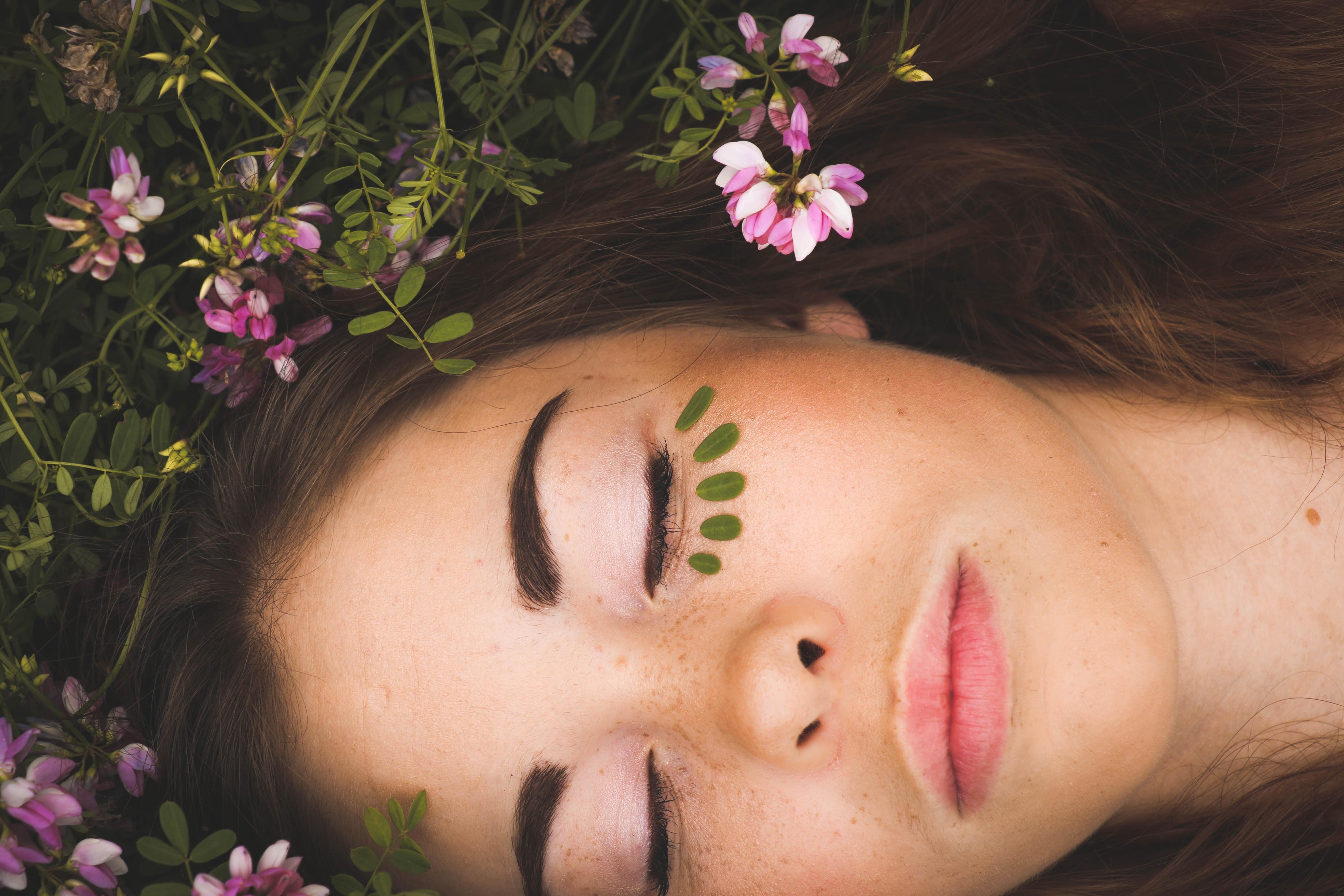 Инъекции, кремы и таблетки: зачем тебе нужна гиалуроновая кислота