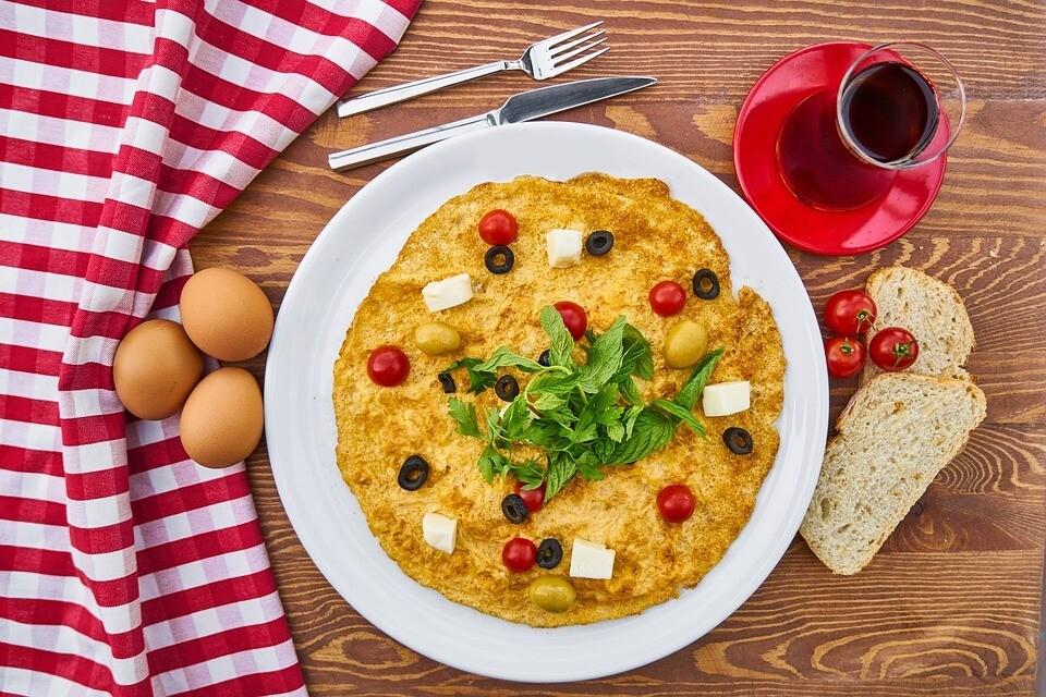 Как приготовить омлет в духовке, чтобы зарядиться энергией на весь день: 7 небанальных вариантов