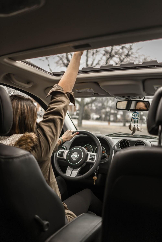 Как познакомиться в пробке и какую музыку слушать в дороге: отвечаем на главные вопросы о вождении