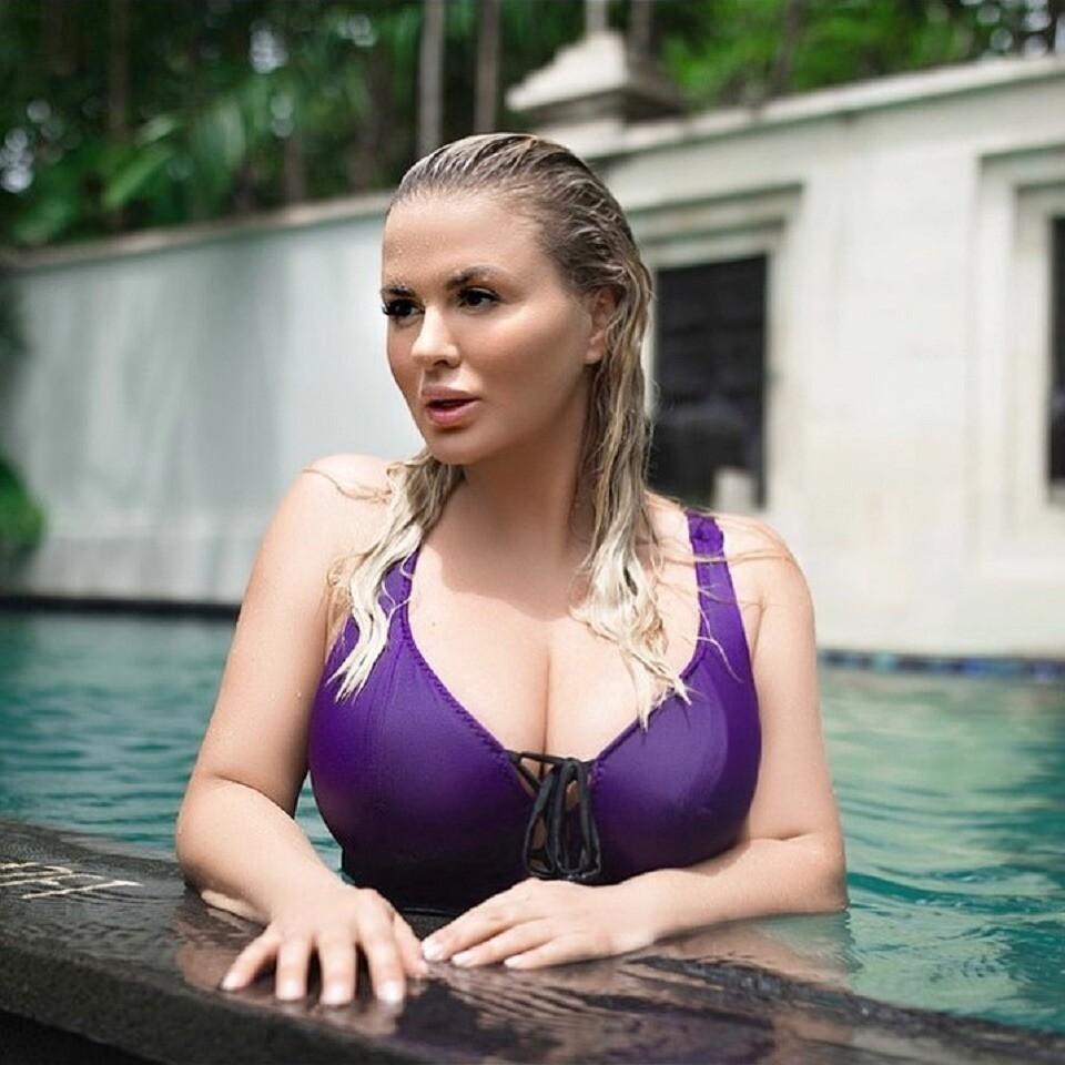 Анна Семенович решила лечить мужчин грудью