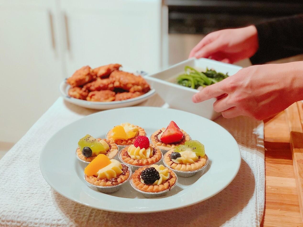 Скоро праздник: 6 простых начинок для тарталеток на закуску