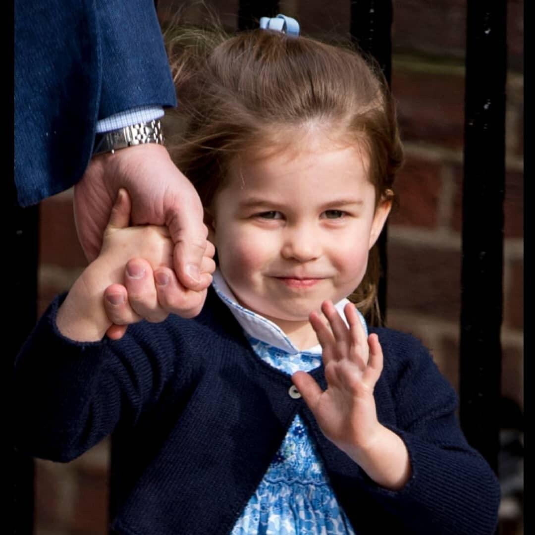 Принцессу Шарлотту лишили титулов (в школе все равны)