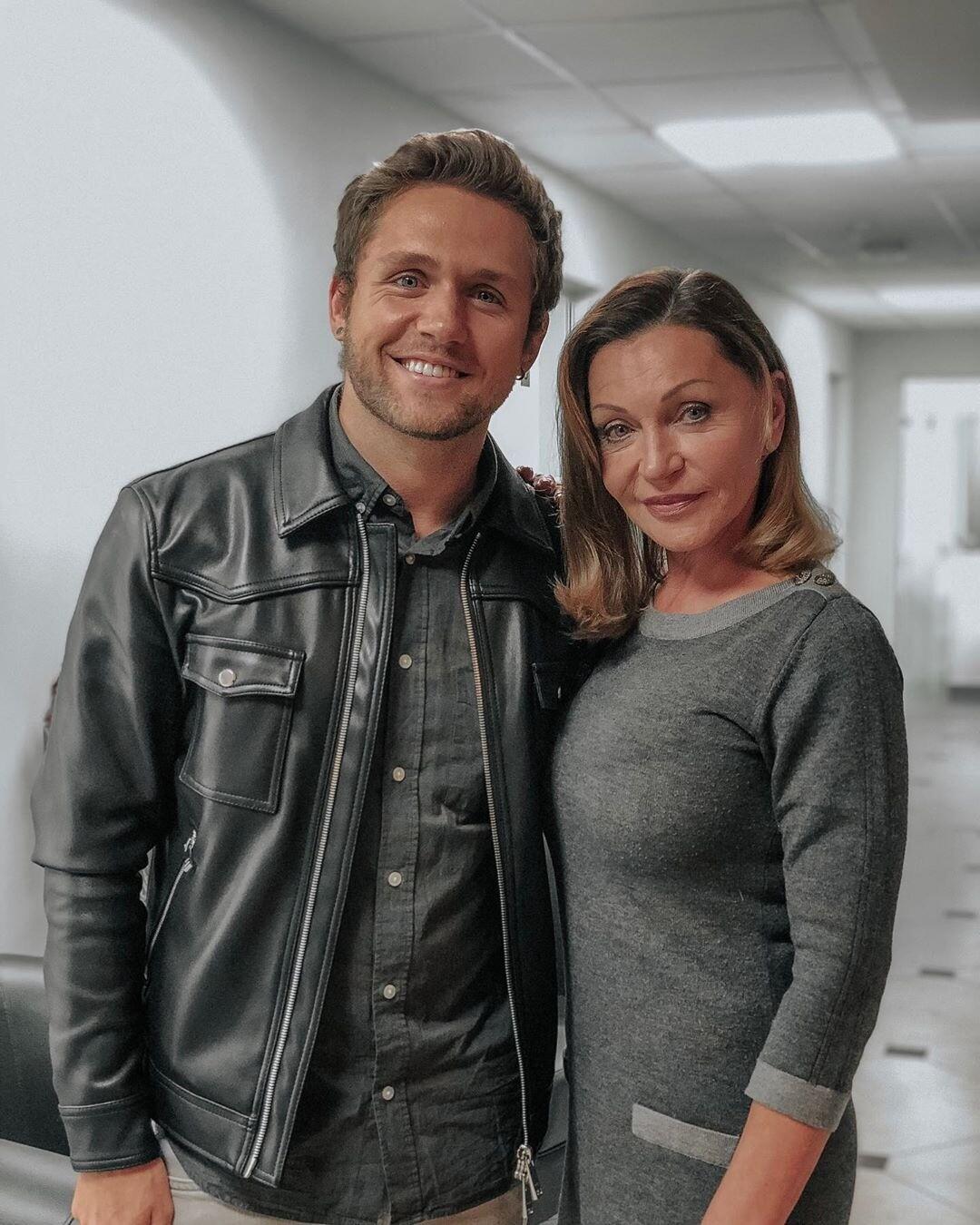 Влад Соколовский забрал маму из клиники после пластической операции (видео)
