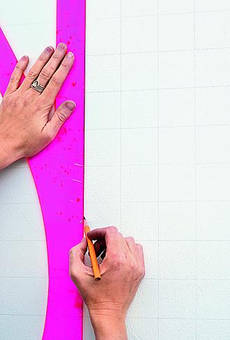 Учимся вышивать крестиком прямо на стене