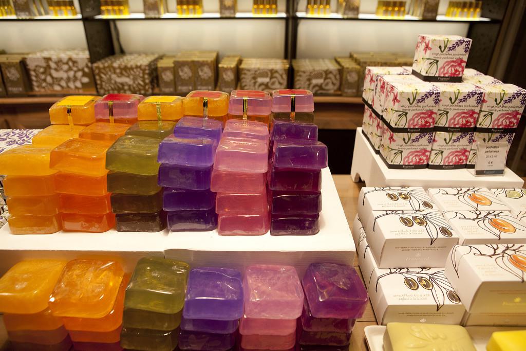 В Грасе создают ароматы не только для духов, но и для саше, мыла и косметики