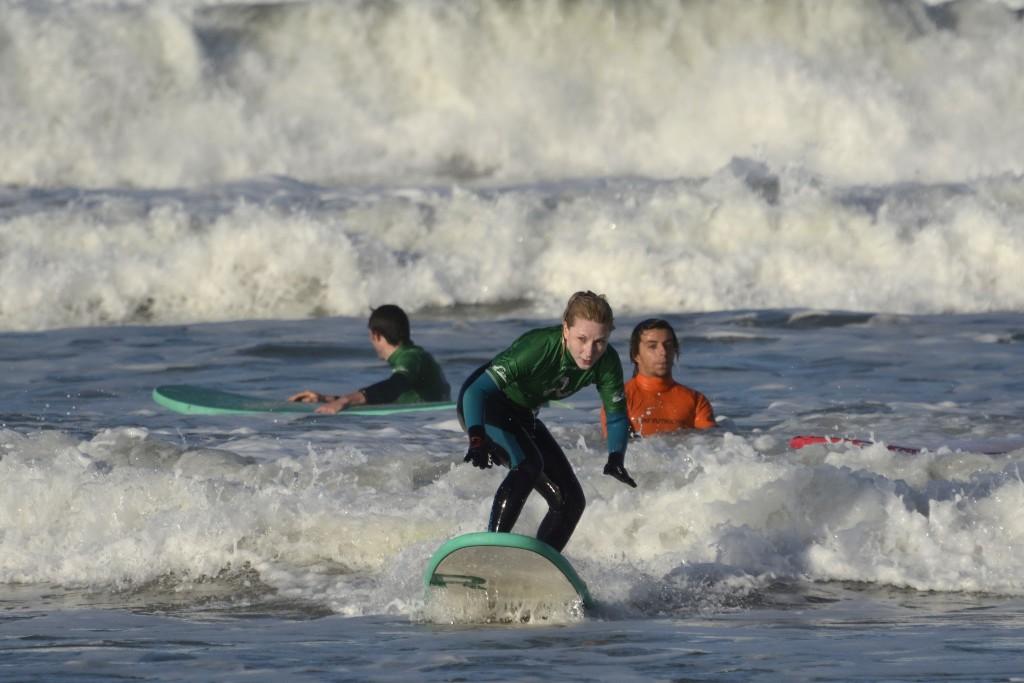 Девушка серфинг