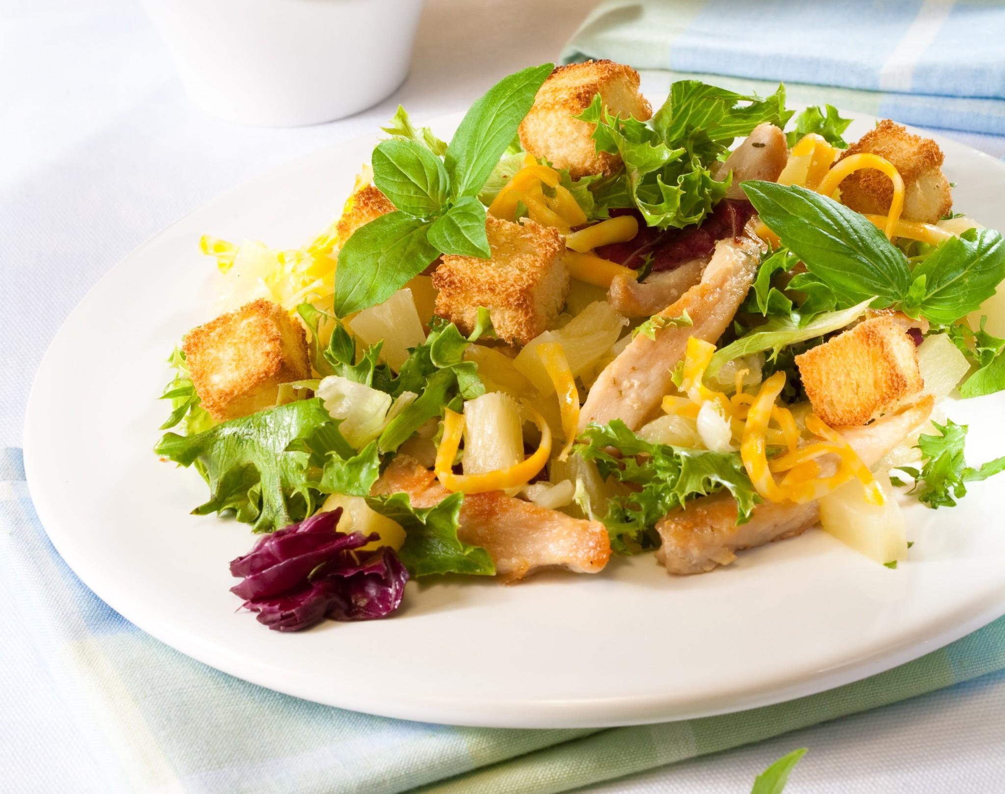 Салат с сухариками и куриной грудкой рецепт с