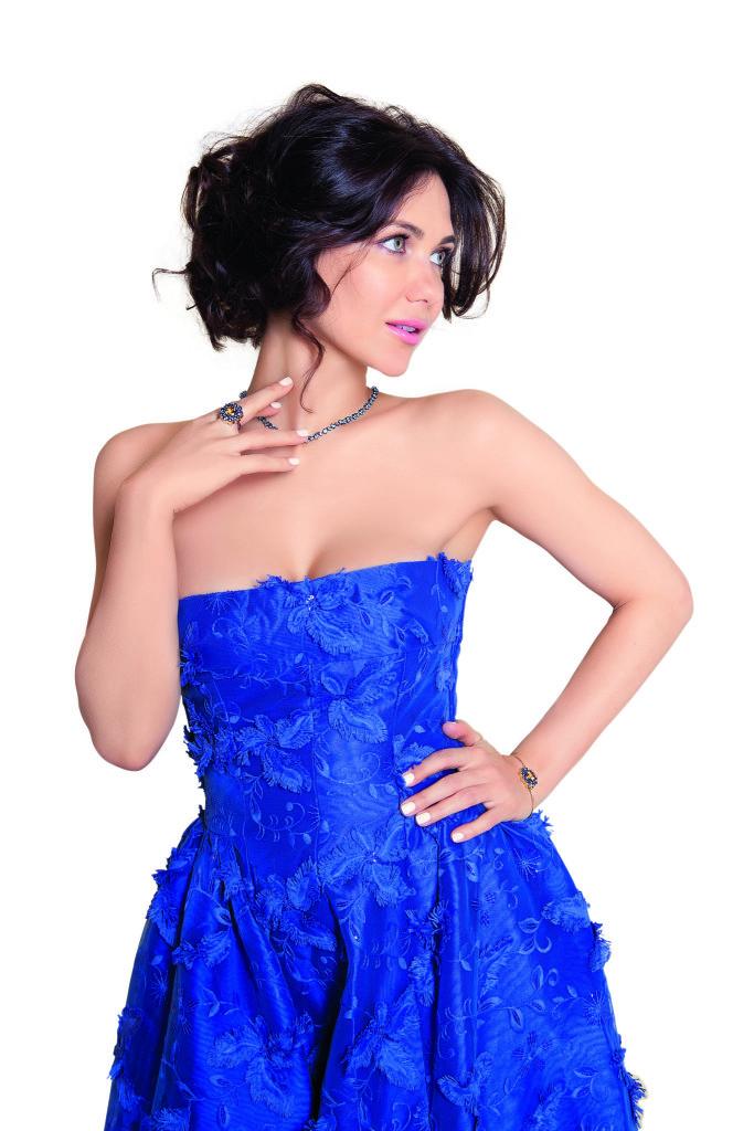 Екатерина Климова в синем платье