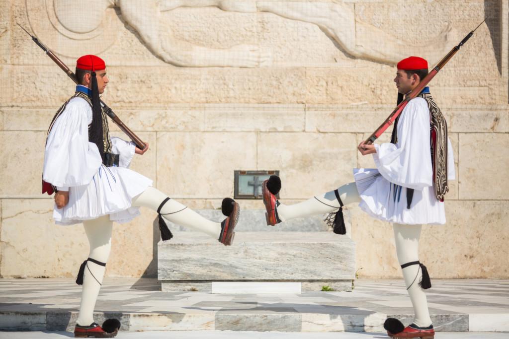 Абы кого в гвардейцы не берут — только высоких (не ниже 187 см) греков с привлекательной внешностью. Фото: Legion-Media