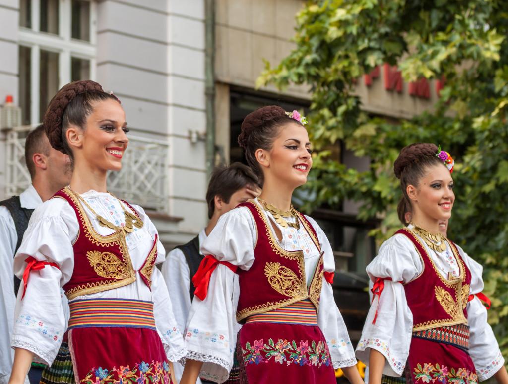 Большая удача — попасть на один из праздников в Сербии. Столько всего можно увидеть интересного! Фото: Legion-Media