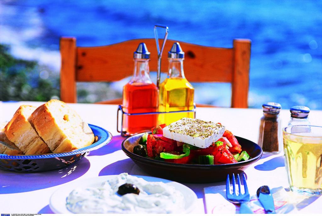 Греческий салат с фетой — «король» местной кухни. Фото: Burda Media