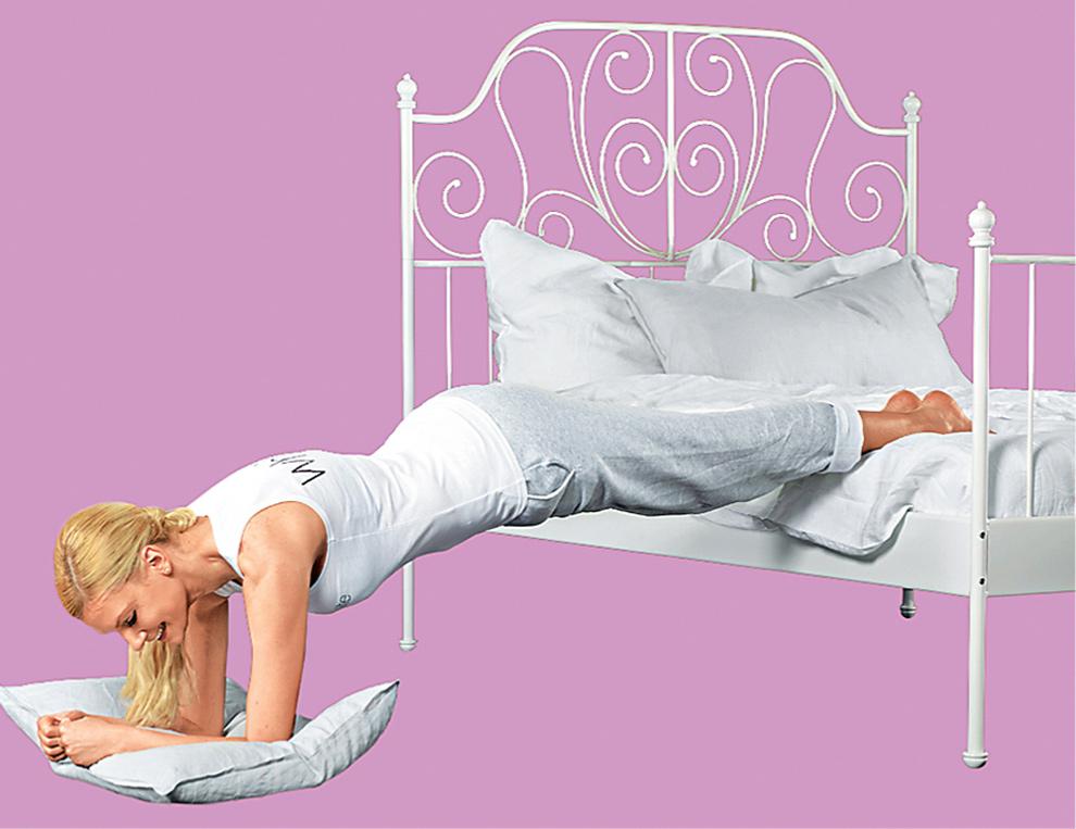 упражнение Планка на кровати