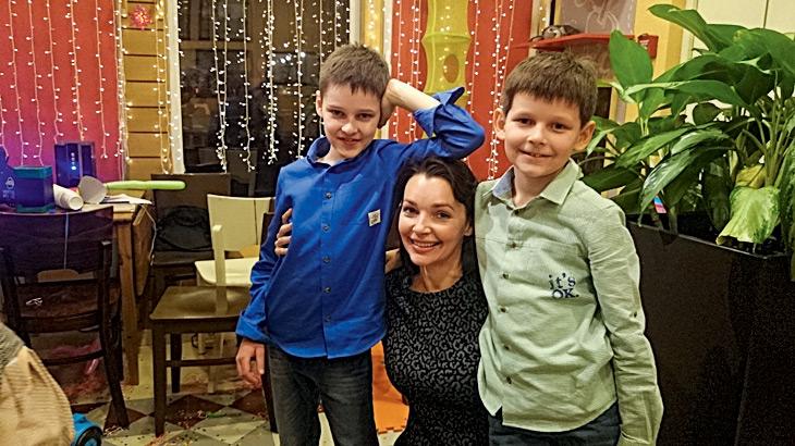 Наталия Антонова с младшими сыновьями