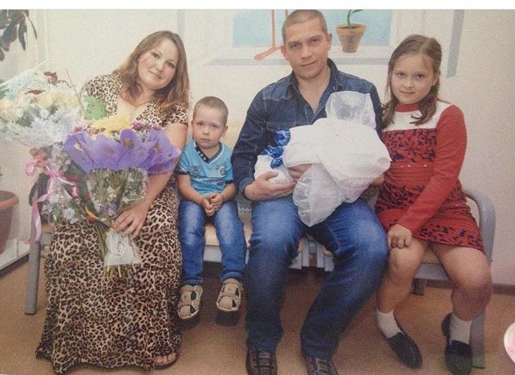 Анастасия и Василий Ульяновы с детьми