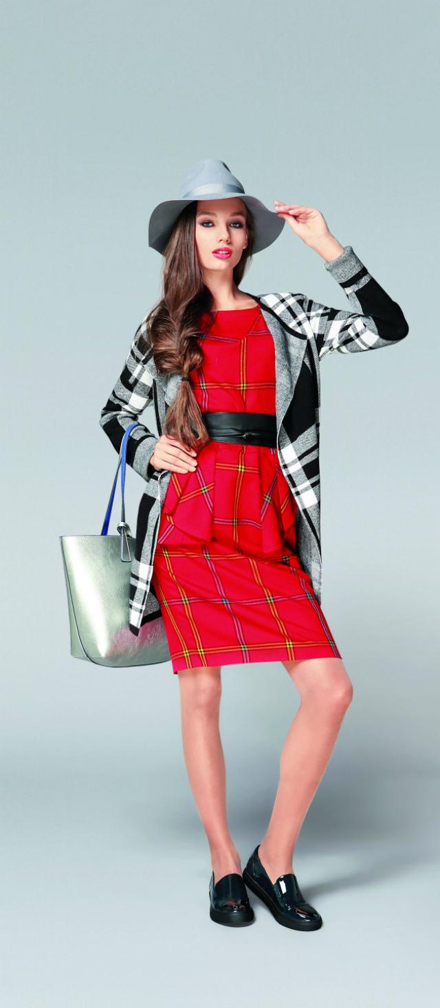 платье-футляр с лоферами