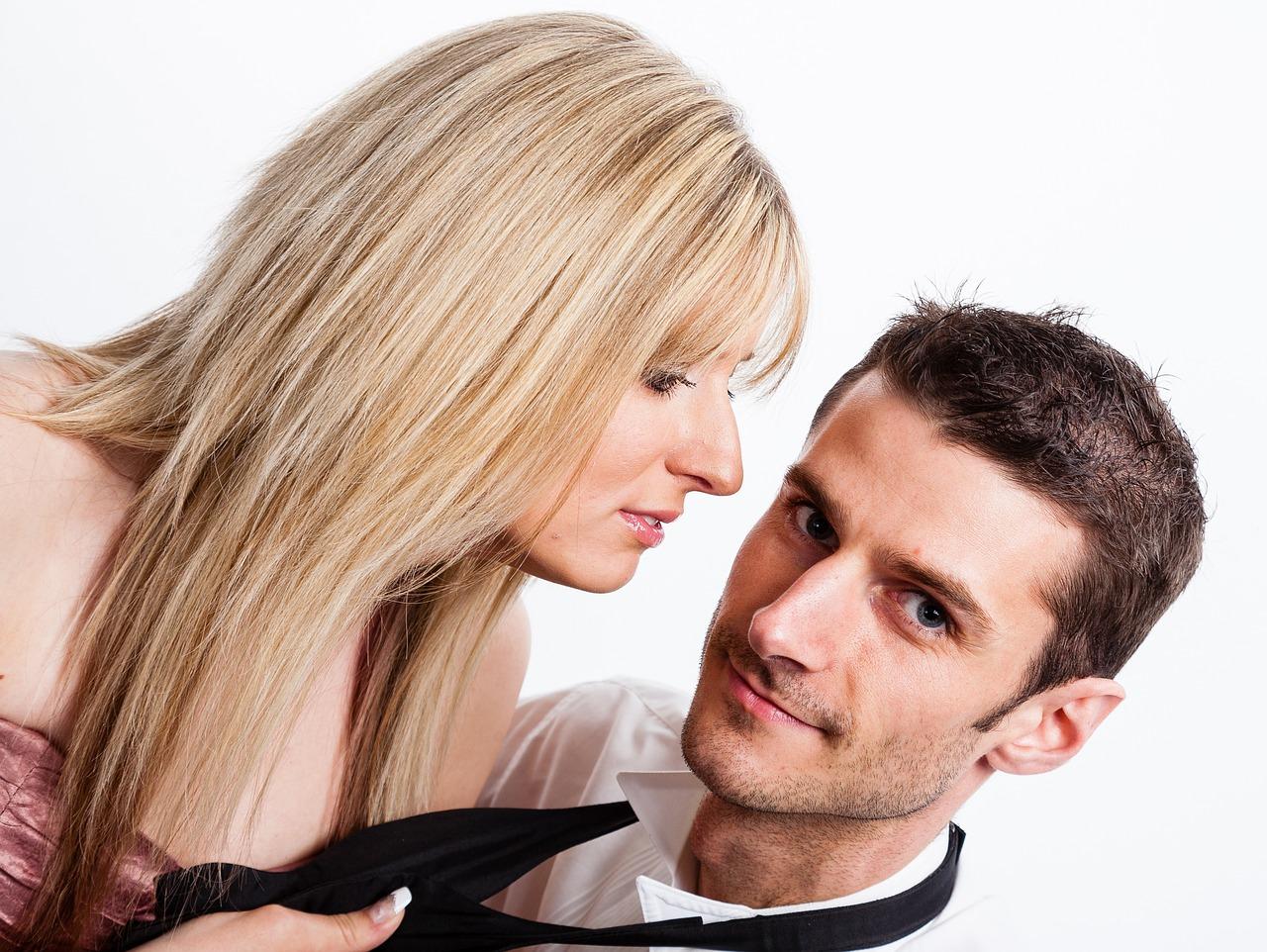 Что думает мужчина о женшине разговаривающей о сексе