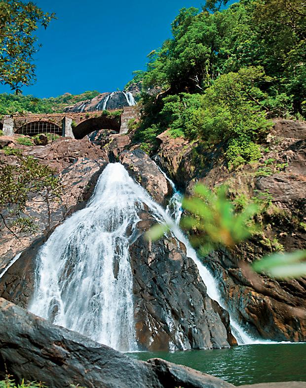 Впечатляющий водопад Дудхсагар