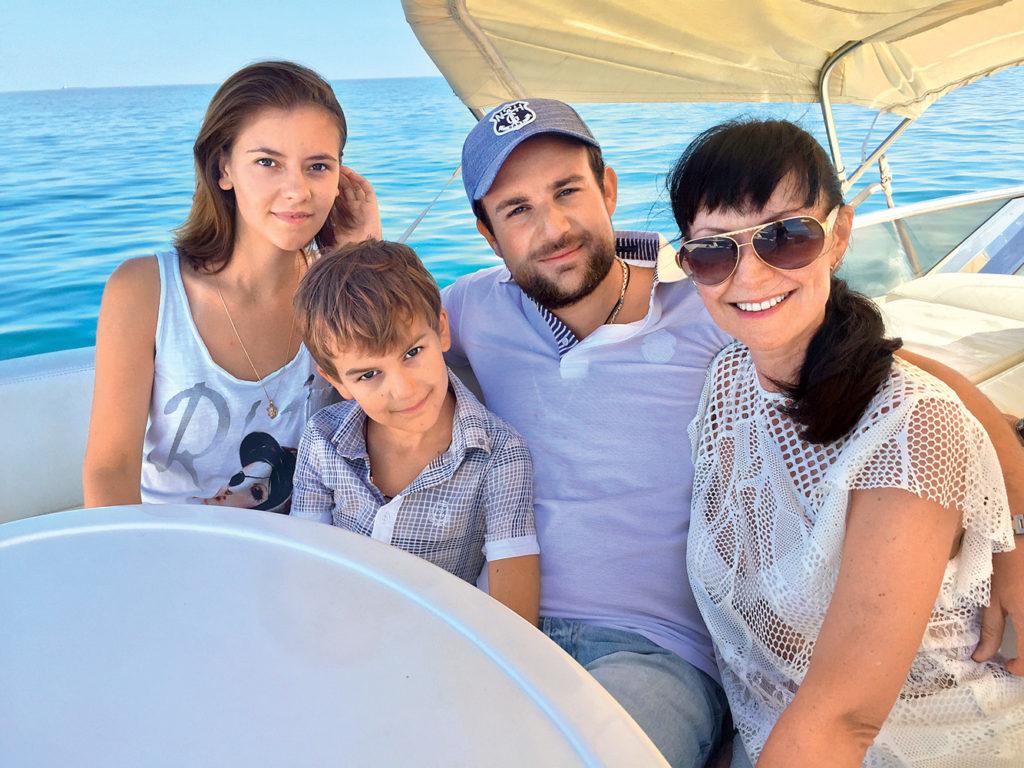 Гришаева с мужем и детьми