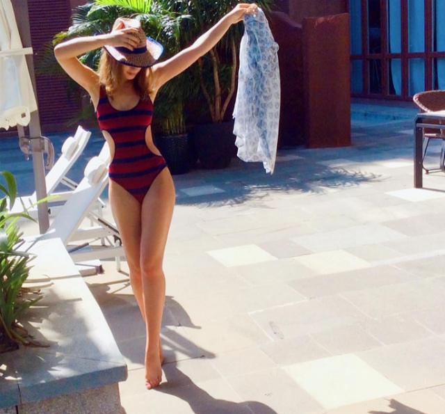 Голая Лиза Арзамасова в эротичеcких фотосессиях и на сцене ...