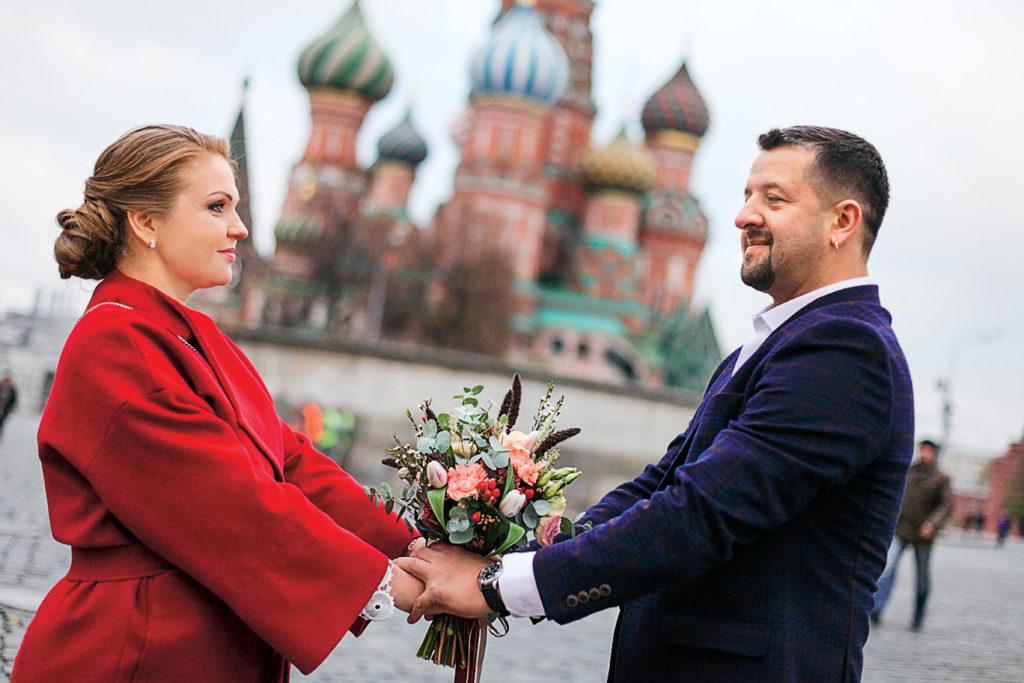 Девятова и муж на Красной площади