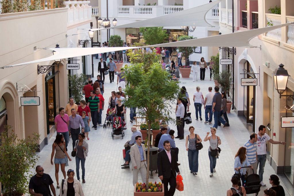 Аутлет-центры: места, где большие скидки круглый год