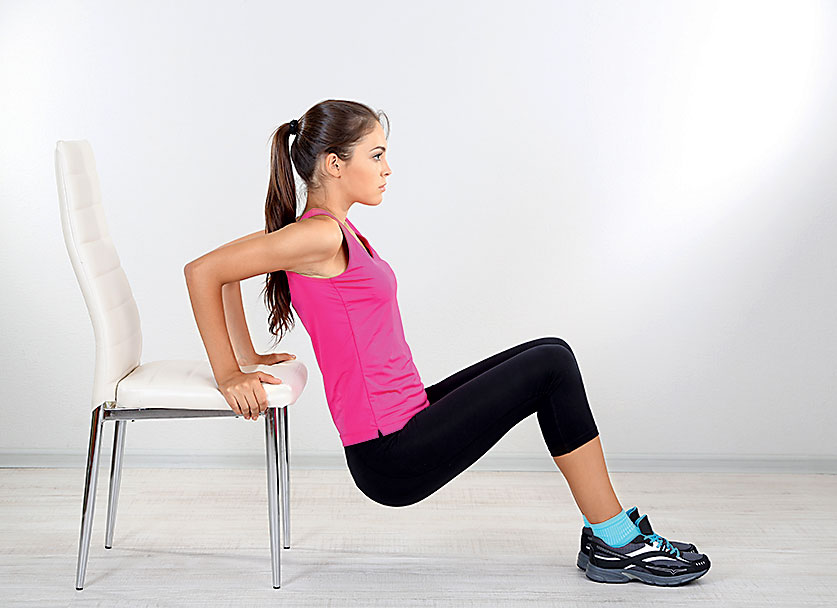 5 чудесных упражнений со стулом на все группы мышц