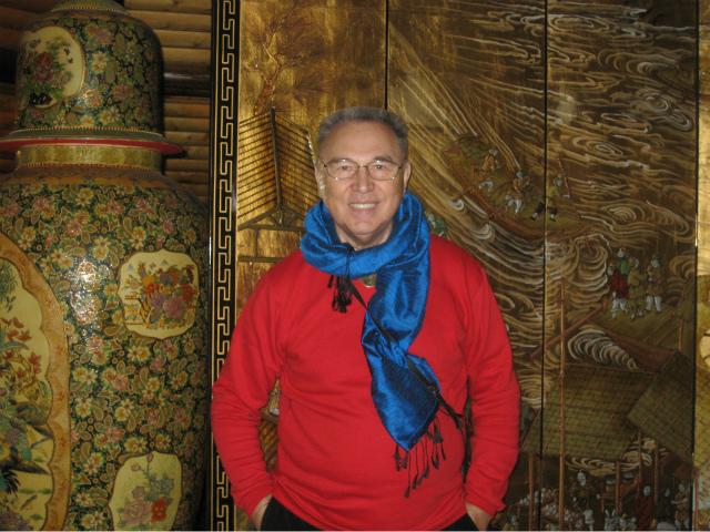 Как носить шарф, платок или палантин: советы Вячеслава Зайцева