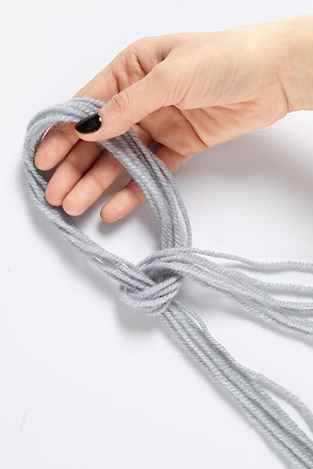Шаль с помощью техники вязания руками: мастер-класс