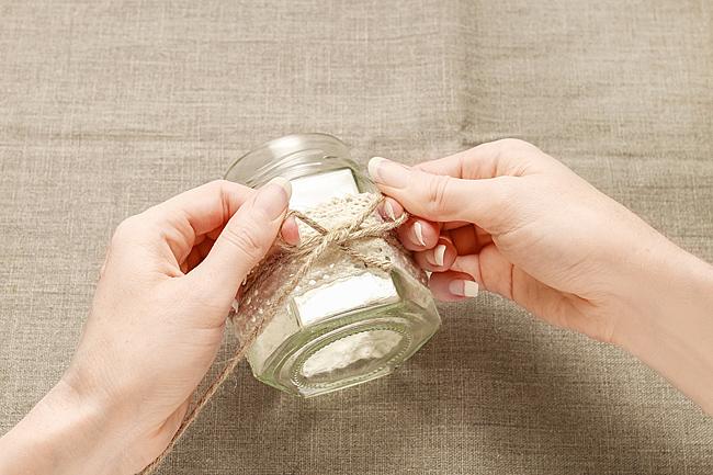 Интерьер в стиле ретро: 7 идей использования кружевных салфеток