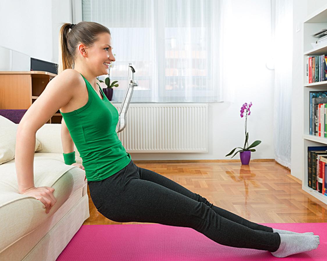 Готовимся клету: 4 упражнения длябицепсов, трицепсов имышц живота