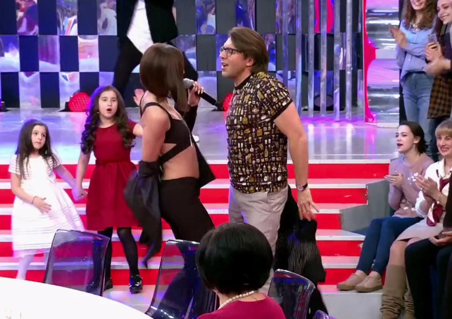 Малахов иБузова устроили танцы сраздеванием (видео)