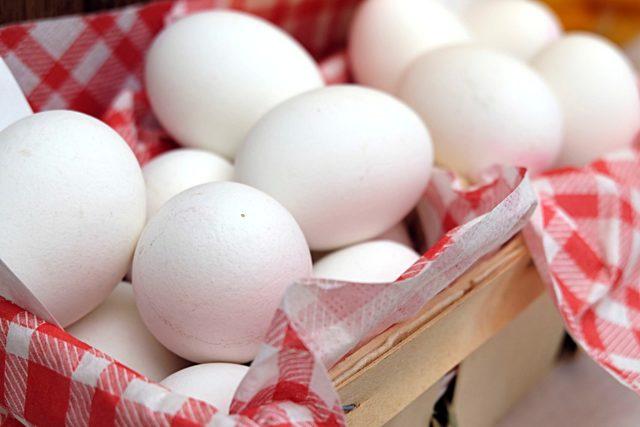 Как выбрать яйца: размер, цвет, лучшие марки