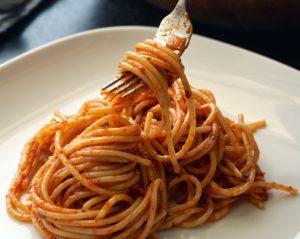 Как правильно есть спагетти, пиццу, креветки
