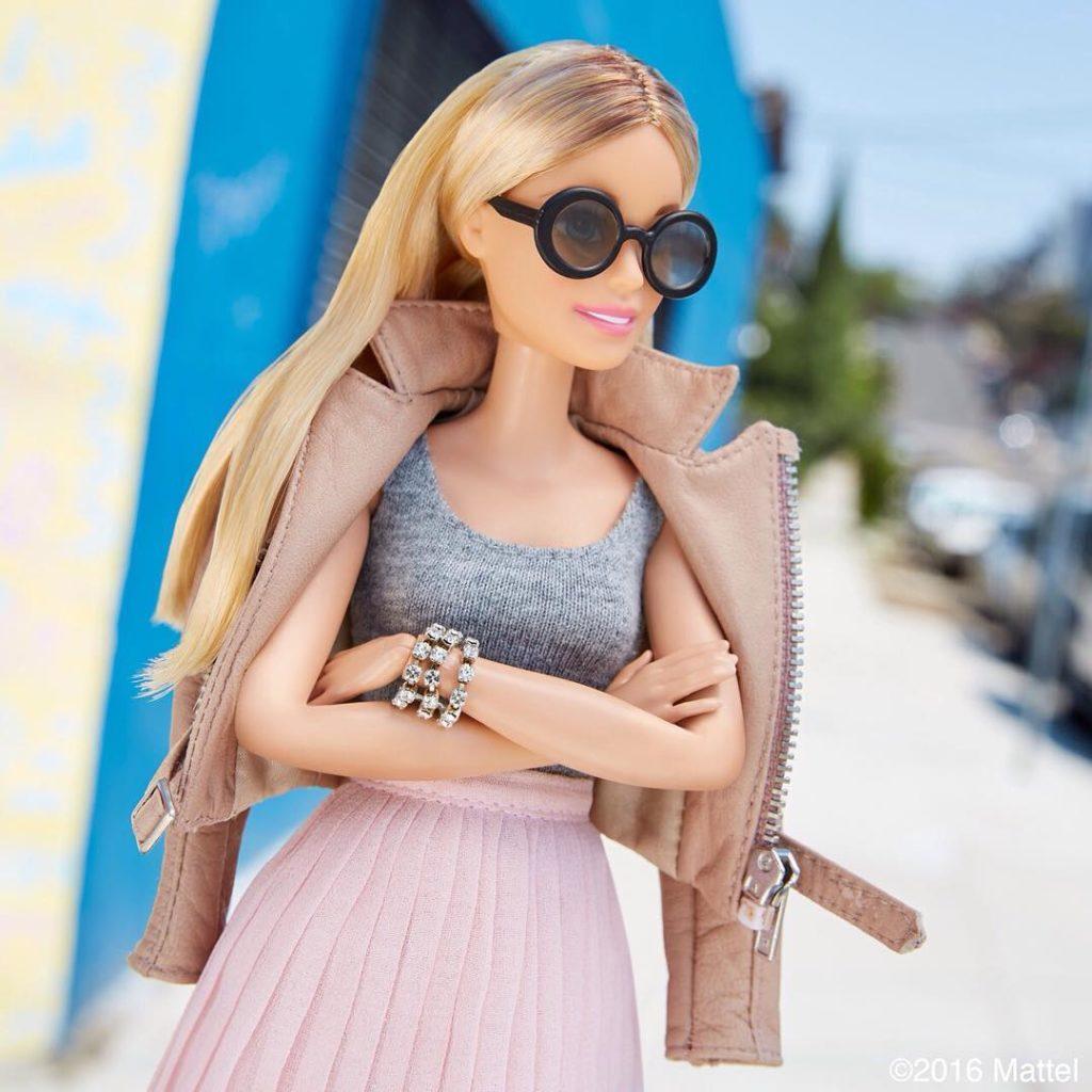 Появилась книга остиле Барби