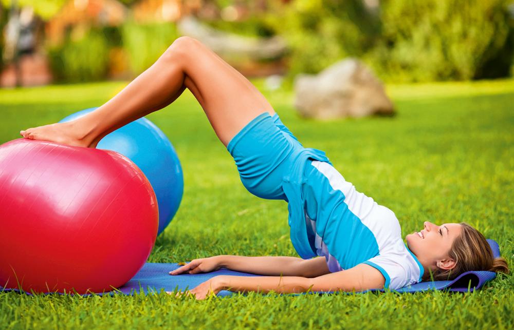Фитбол: 4 упражнения навсе группы мышц