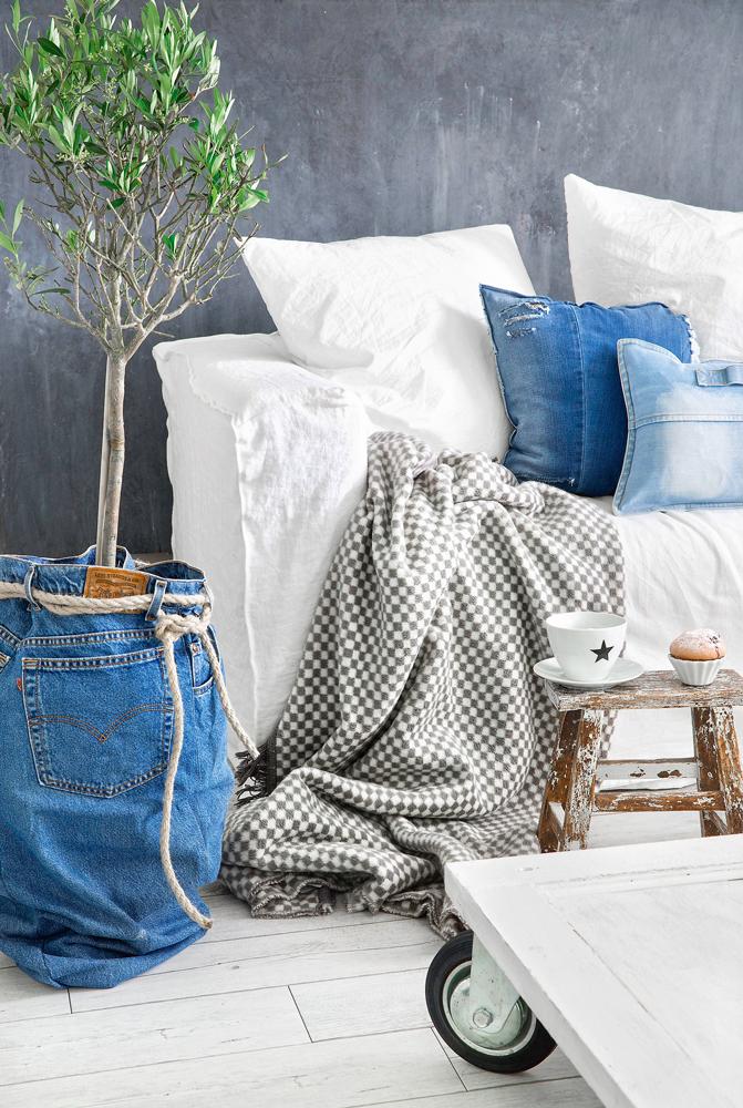 Что сделать из старых джинсов: 6 идей для интерьера