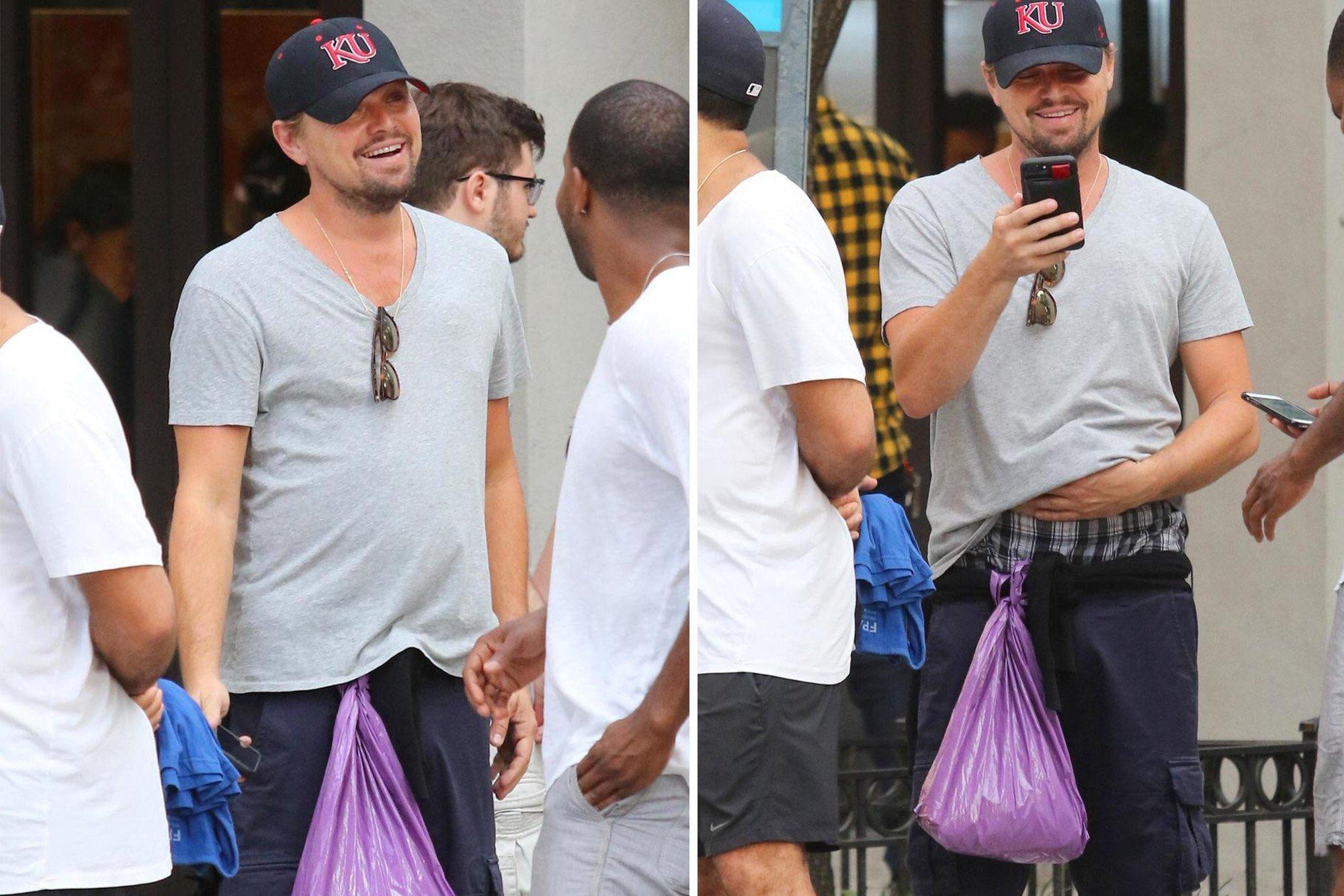 Ди Каприо гуляет по Нью-Йорку с привязанным к шортам мусорным пакетом