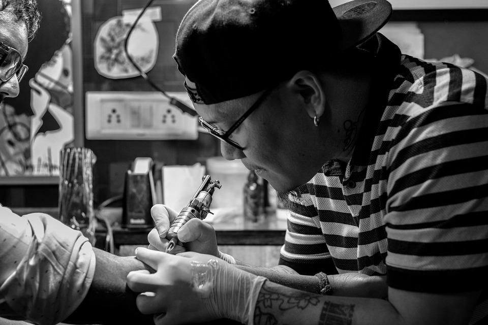 Ребенок хочет сделать татуировку: насколько это ужасно?