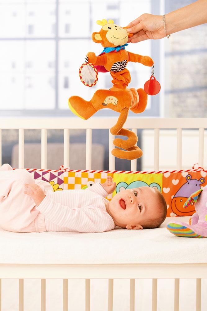 Во что играть с младенцем: 8 развивающих игр