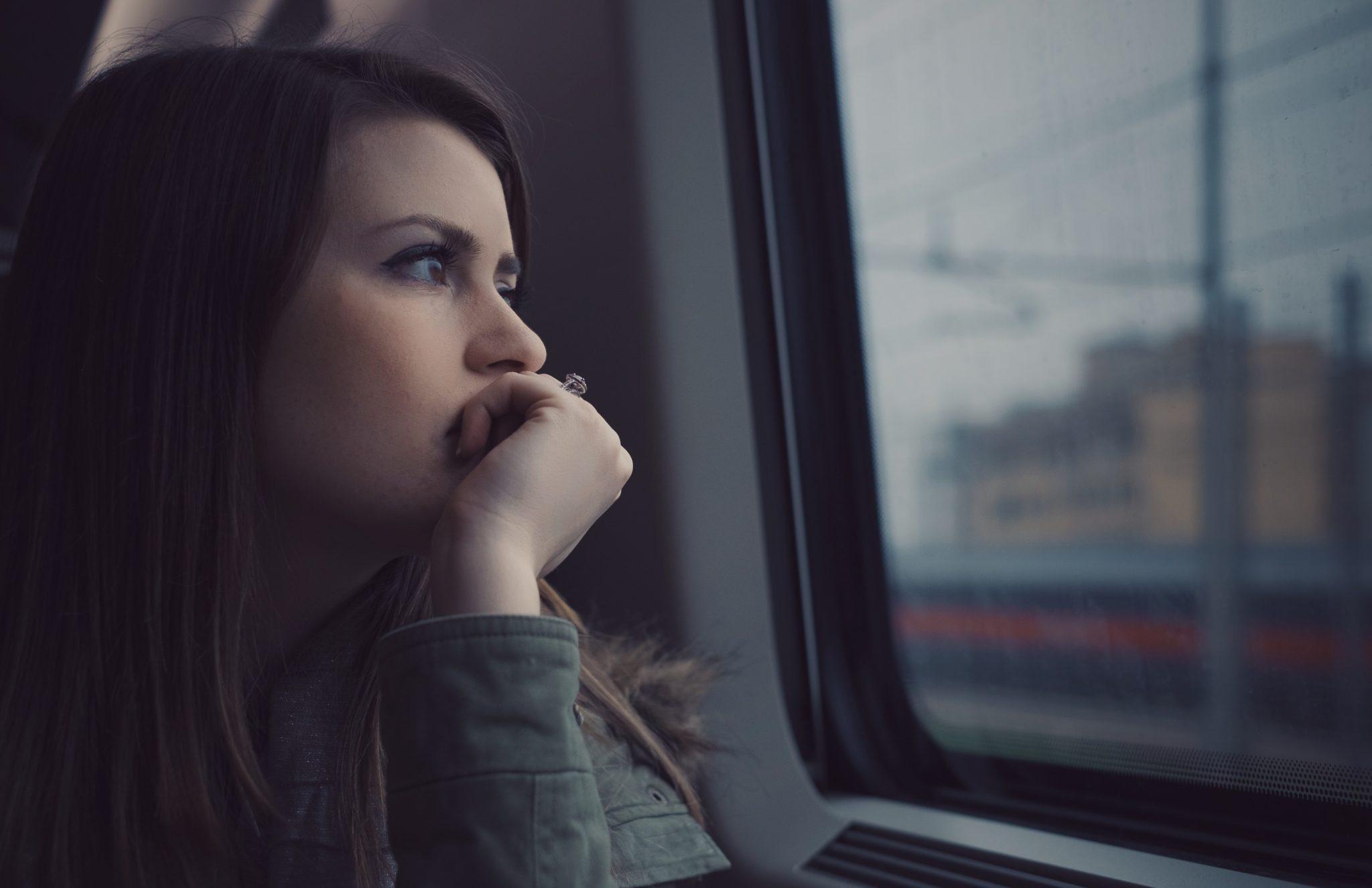 Днем, картинки девушка думает о любимом
