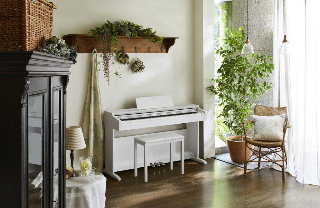 Как выбрать пианино в квартиру? Примеры оформления интерьера