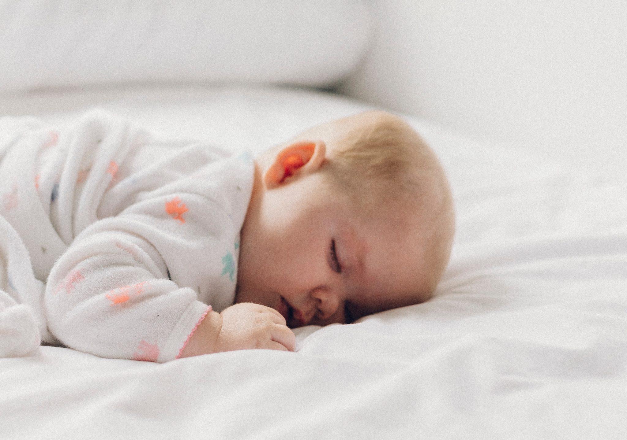 Если ребенок тяжело дышит по ночам: как помочь?