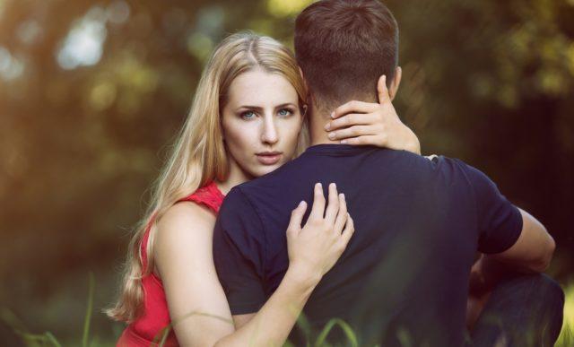 Как понять, что муж нашел другую? 5 поводов для волнения