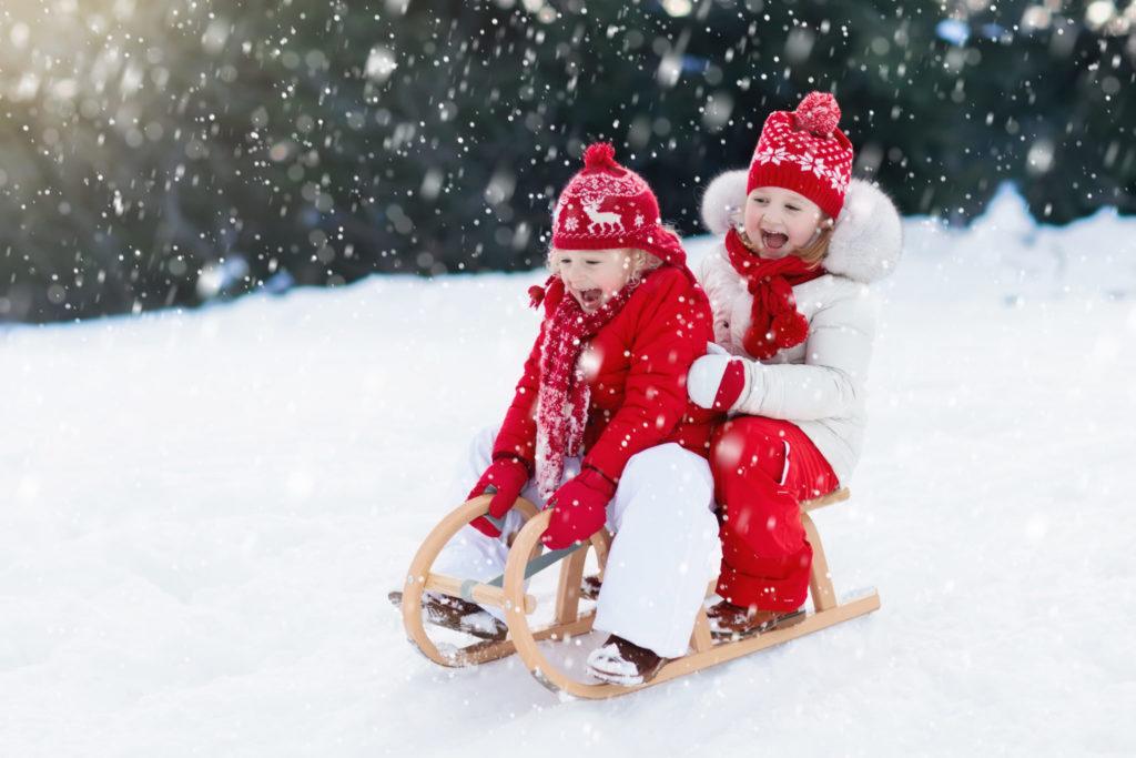 Как гулять с ребенком зимой?
