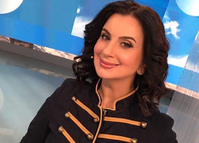Телеведущая Екатерина Стриженова впервые стала бабушкой