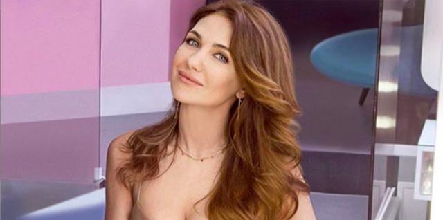 Екатерина Климова показала, как стильно носить ретро штаны-клеш