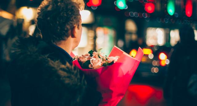 Как понять по подарку, что он в тебя влюблен?